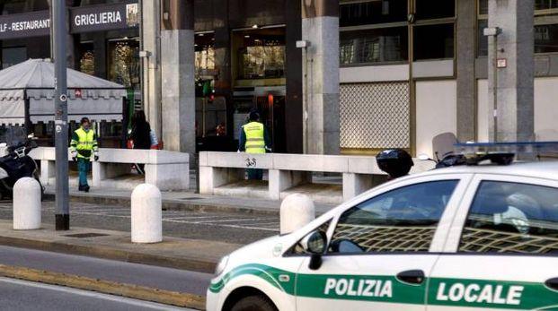 I portici in via Pisani dove è morto il senzatetto