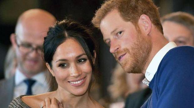 Harry e Meghan, manca poco più di un mese alle nozze (Ansa)