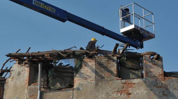 Sarà demolita e ricostruita la porzione di stabile disabitata spauracchio per i cittadini