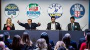 Giorgia Meloni, Silvio Berlusconi, Matteo Salvini, Raffaele Fitto insieme sul palco di Roma (Lapresse)