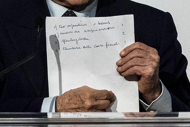 Gli appunti di Berlusconi (Lapresse)