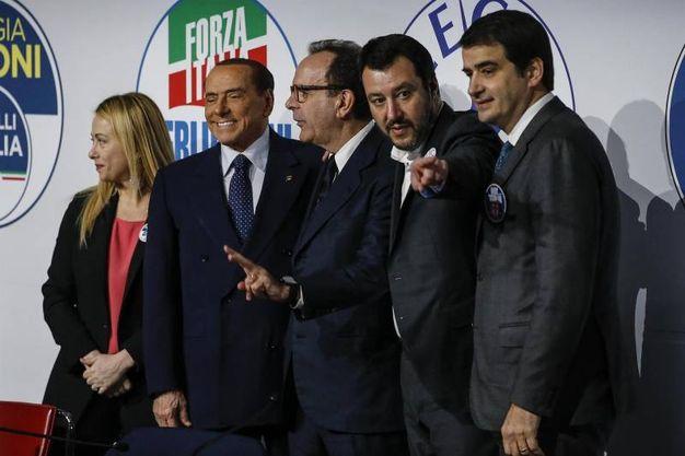 Foto di gruppo: Meloni, Berlusconi, Parisi, Salvini e Fitto (Ansa)