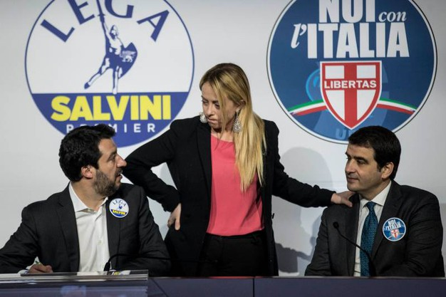 Giorgia Meloni tra Salvini e Fitto (Lapresse)
