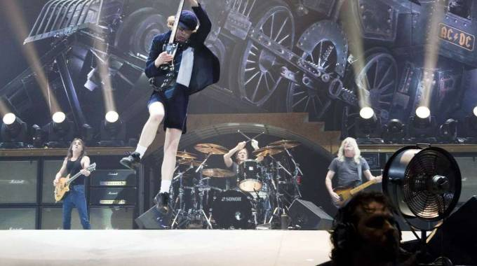 AC/DC in concerto (Olycom)