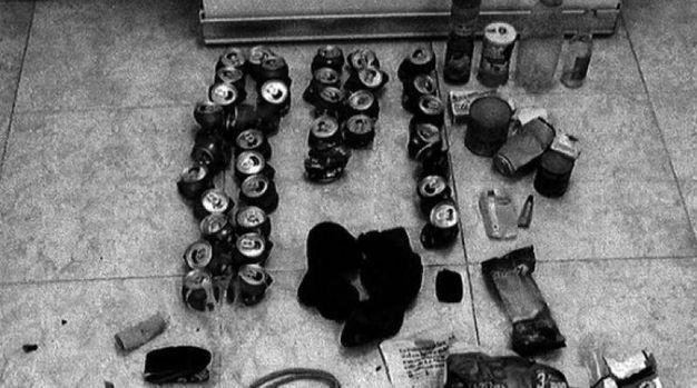 Dentro al covo-rifugio, tante le lattine di birra