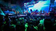 Oltre 6mila persone ieri sera hanno ballato con 'Jova', che ha fatto proiettare anche il video (girato durante le prove a Rimini), in cui canta e balla in mezzo al pubblico (Foto Petrangeli)