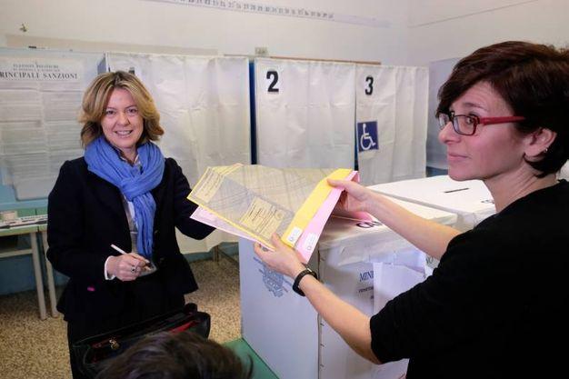 Il ministro Lorenzin vota nelle scuole di via Scacciera (FotoFiocchi)