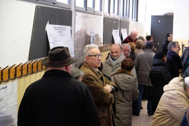 Al voto nelle scuole di via Scacciera (FotoFiocchi)