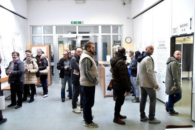 In fila per votare (foto Fantini)
