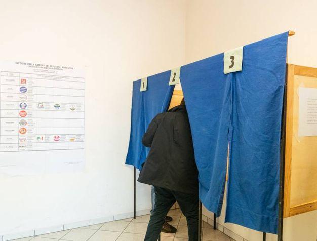 Nel seggio (foto Zeppilli)