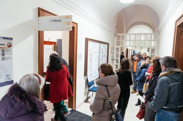 In coda per votare (foto Zeppilli)