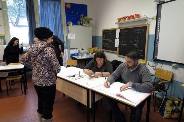 Al seggio (foto Petrangeli)