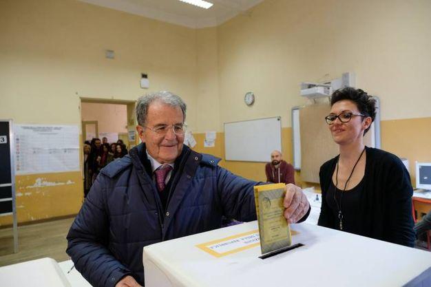 Romano Prodi al voto (Foto Schicchi)