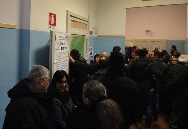 Code e lunghe attese al voto (Foto Schicchi)