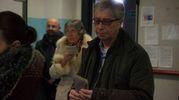 Vasco Errani al voto alle scuole Don Minzoni (foto Corelli)