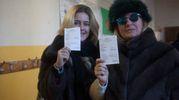 Tessera elettorale alla mano (foto Corelli)