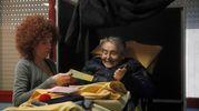 Alle Don Minzoni un anziano trasportato in barella per votare (foto Corelli)