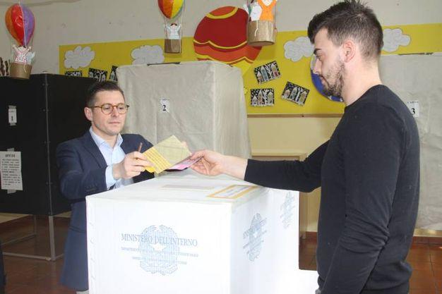 Fioravanti al voto (foto Labolognese)