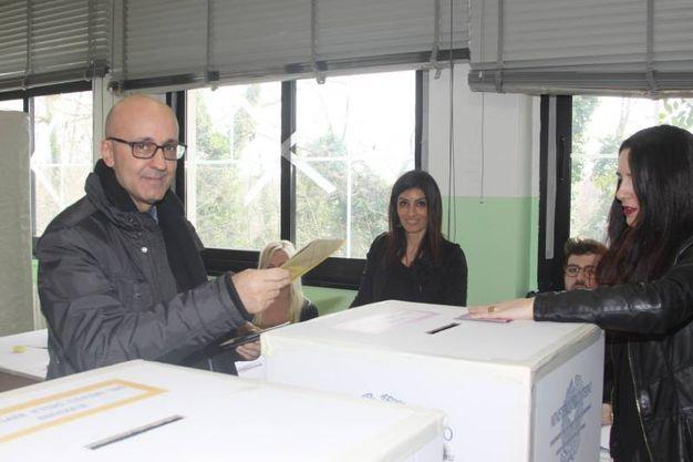Cataldi al voto (foto Labolognese)