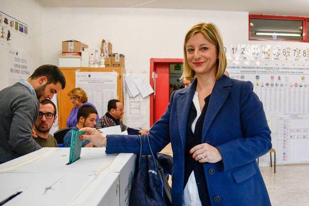 Roberta Lombardi , 5 stelle: anche lei ha messo la scheda nell'urna (Lapresse)