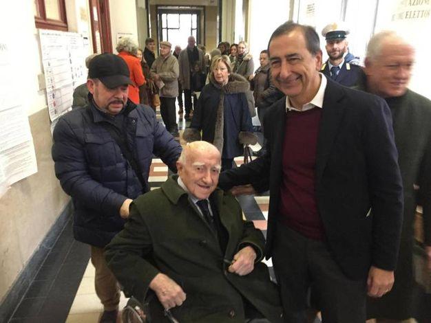 Il sindaco di Milano Giuseppe Sala in coda al seggio (Ansa)