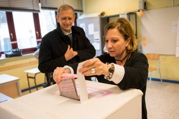 Piero Fassino al voto (Lapresse)