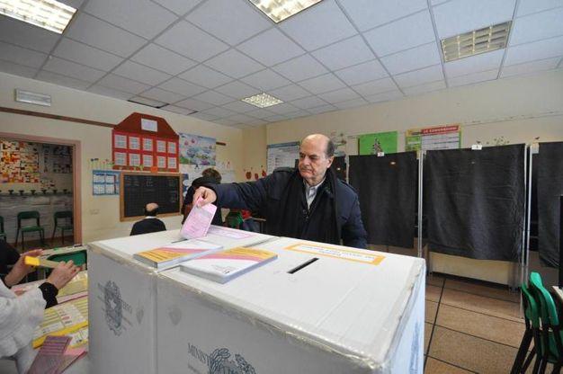Bersani al voto  (Ansa)