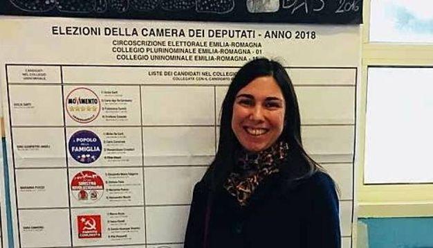 Giulia Sarti, candidata del M5s alla Camera si è presentata nel suo seggio di Rimini, a San Giuliano