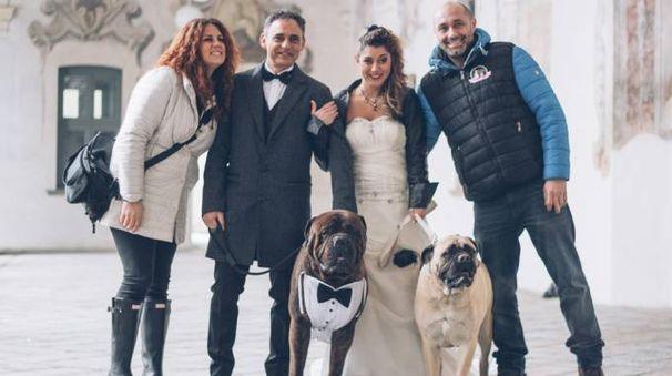 Veronica e Massimiliano con i loro cani