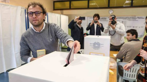 Luca Lotti al voto a Montelupo (foto Germogli)