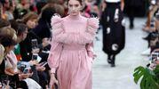 Una  proposta di Valentino per l'autunno-inverno 2018-2019 in passerella a Parigi (Lapresse)