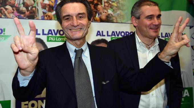 Attilio Fontana festeggia il successo nella sede della Lega (Ansa)