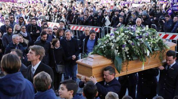 I funerali di Davide Astori in piazza Santa Croce (foto Lapresse)