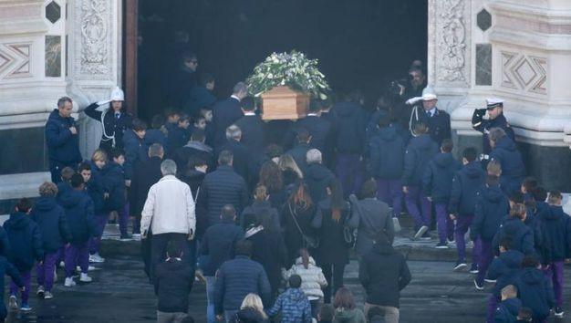 Il funerale di Astori in Santa Croce a Firenze (foto Germogli)