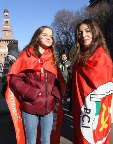 Corteo Lottomarzo, studenti in piazza Cairoli (foto Newpress)