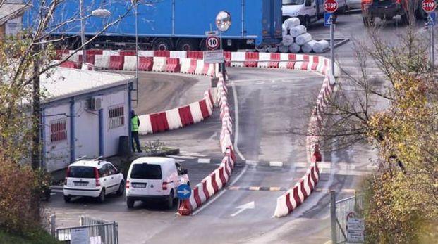 L'ingresso del sito di via Pediano; il corpo era nell'impianto Tmb