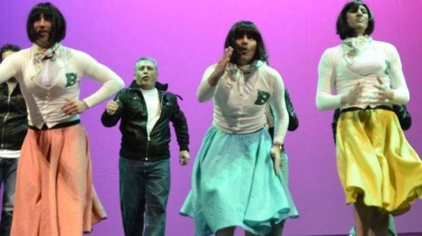 Un momento del balletto delle Pagliette sul palco del Politeama durante la Rivista del Buzzi Foto Attalmi