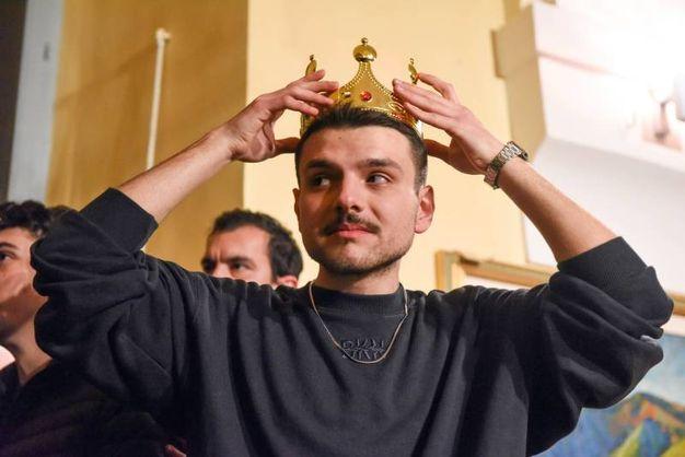 Simone Scipioni vincitore di MasterChef 7 incoronato da parenti e amici (Foto De Marco)