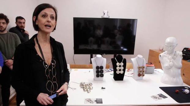 La professoressa Patrizia Marti e i gioielli del progetto (Foto Lazzeroni)