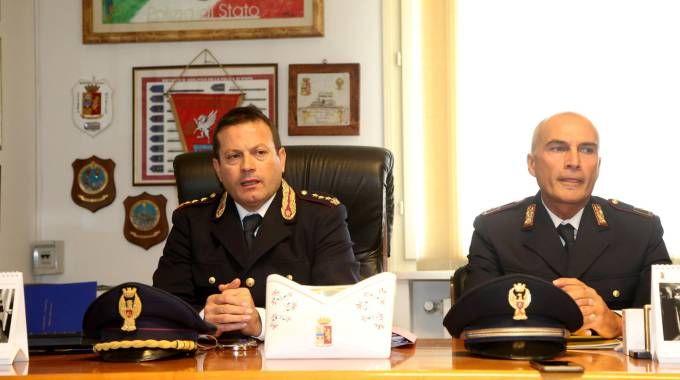 Giogio di Munno a sinistra ha coordinato l'operazione, è il dirigente del Commissariato di Cesena