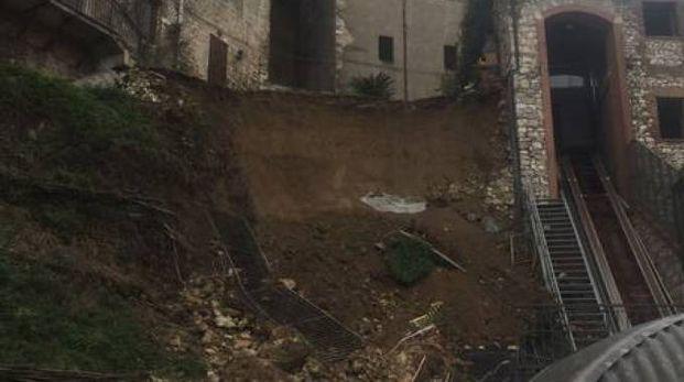 Muro crollato a Narni