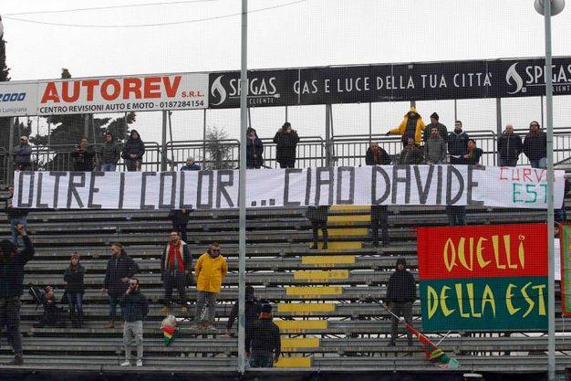 Spezia-Ternana, manifesti in ricordo di Davide Astori (Lapresse)