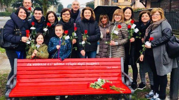 Inaugurazione della panchina rossa antiviolenza a Pieve