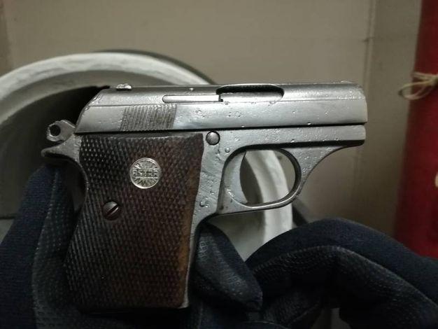 La pistola trovata nel garage