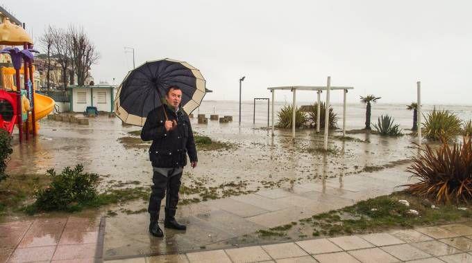 La spiaggia di Rimini sotto la pioggia