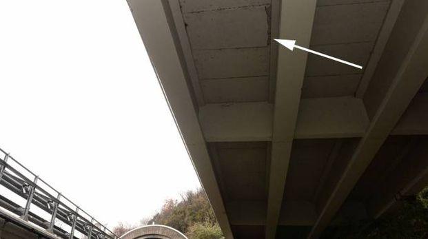 Dervio, distacco lastre di cemento