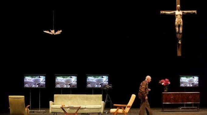 Una scena dello spettacolo 'Delitto e Castigo'