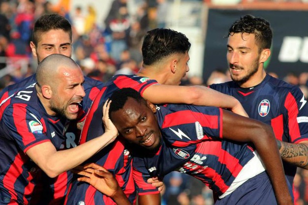 Crotone-Sampdoria 4-1, autogol di Silvestre (Ansa)