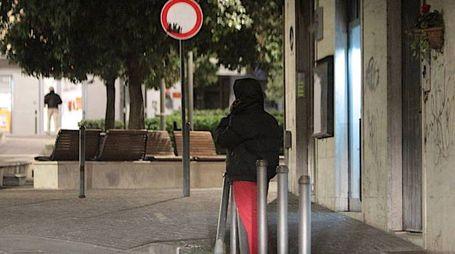 La prostituzione è dilagante in alcune zone della città anche per strada oltre che negli appartamenti