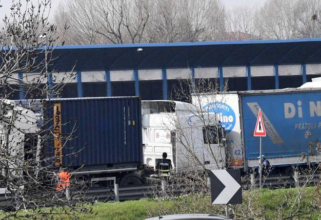 Alcuni dei mezzi pesanti coinvolti nello schianto (FotoSchicchi)